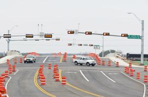 Lakeway Bridge lanes 1b-600