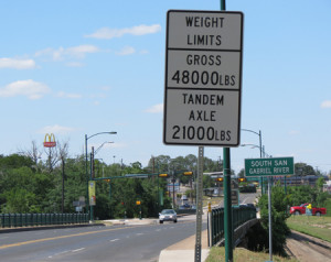 weight sign Austin Ave South San-450