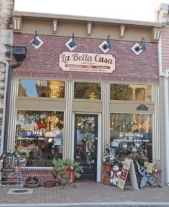 La Bella Casa facade-b500